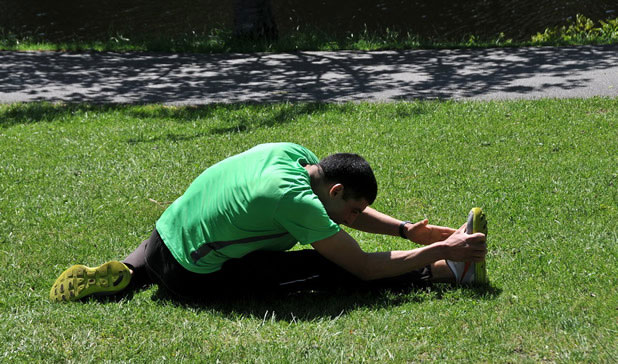 Обща физическа подготовка в парка или в училищния двор