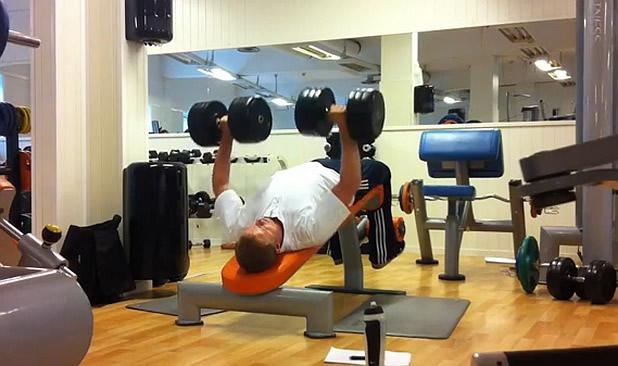 3 рисковани упражнения: ходещи напади, обратен лег с дъмбели, гребане с щанга от стоеж