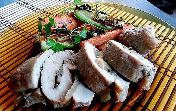Пълнени свински шницели с гарнитура от хрупкави зеленчуци