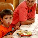 Хапни, баба ... или как да си отгледаме 40-килограмов първокласник