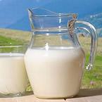 Полезно ли е прясното мляко за възрастни хора?